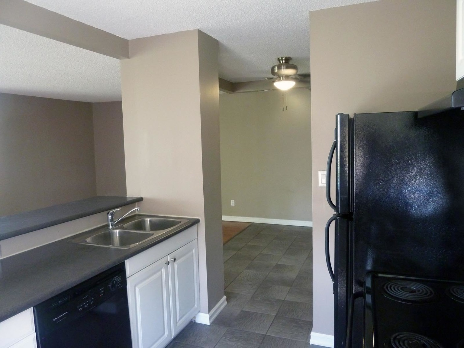 1611 23 Avenue SW, Calgary, AB - $1,700