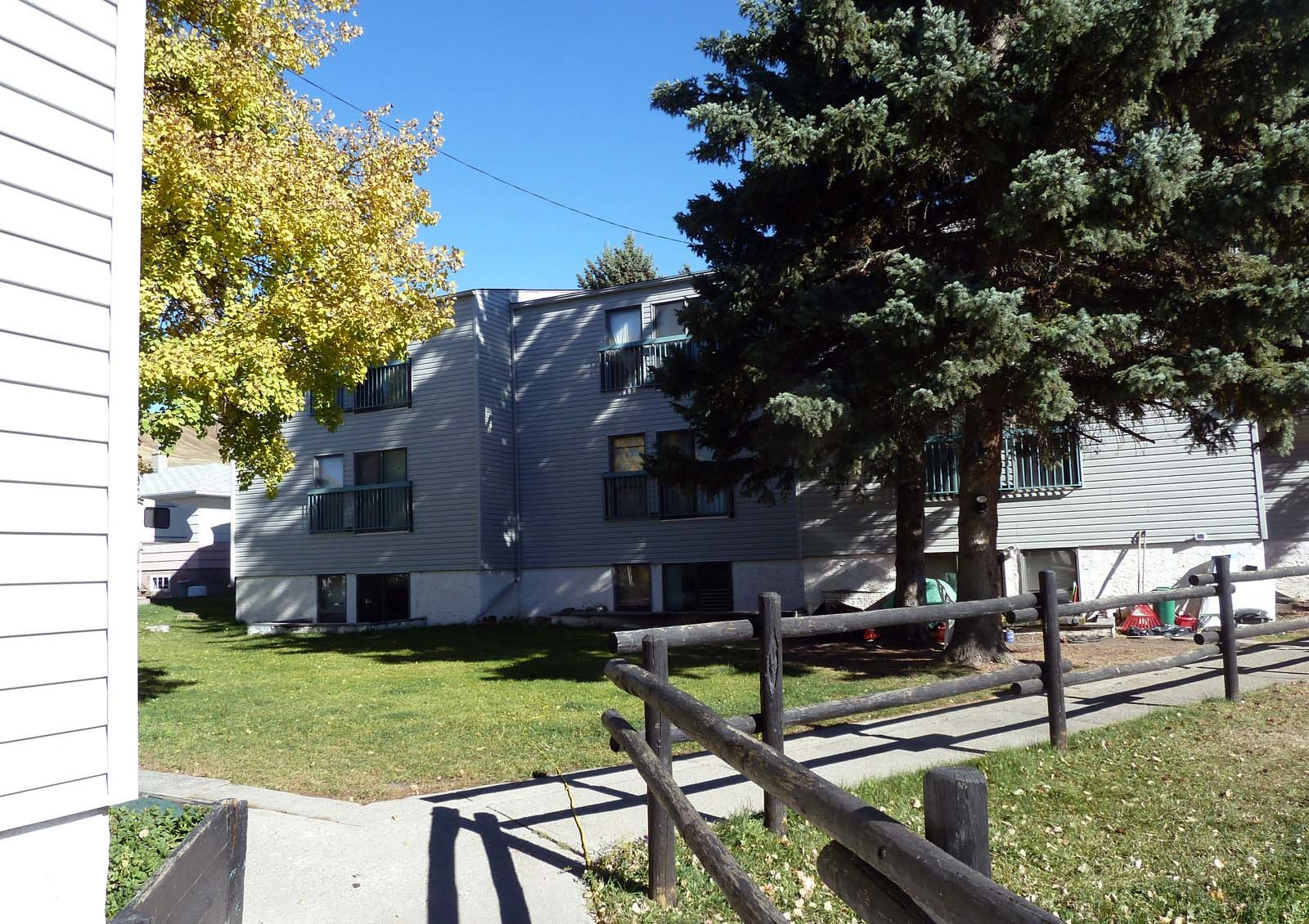 205 Ross Avenue, Cochrane, AB - $925