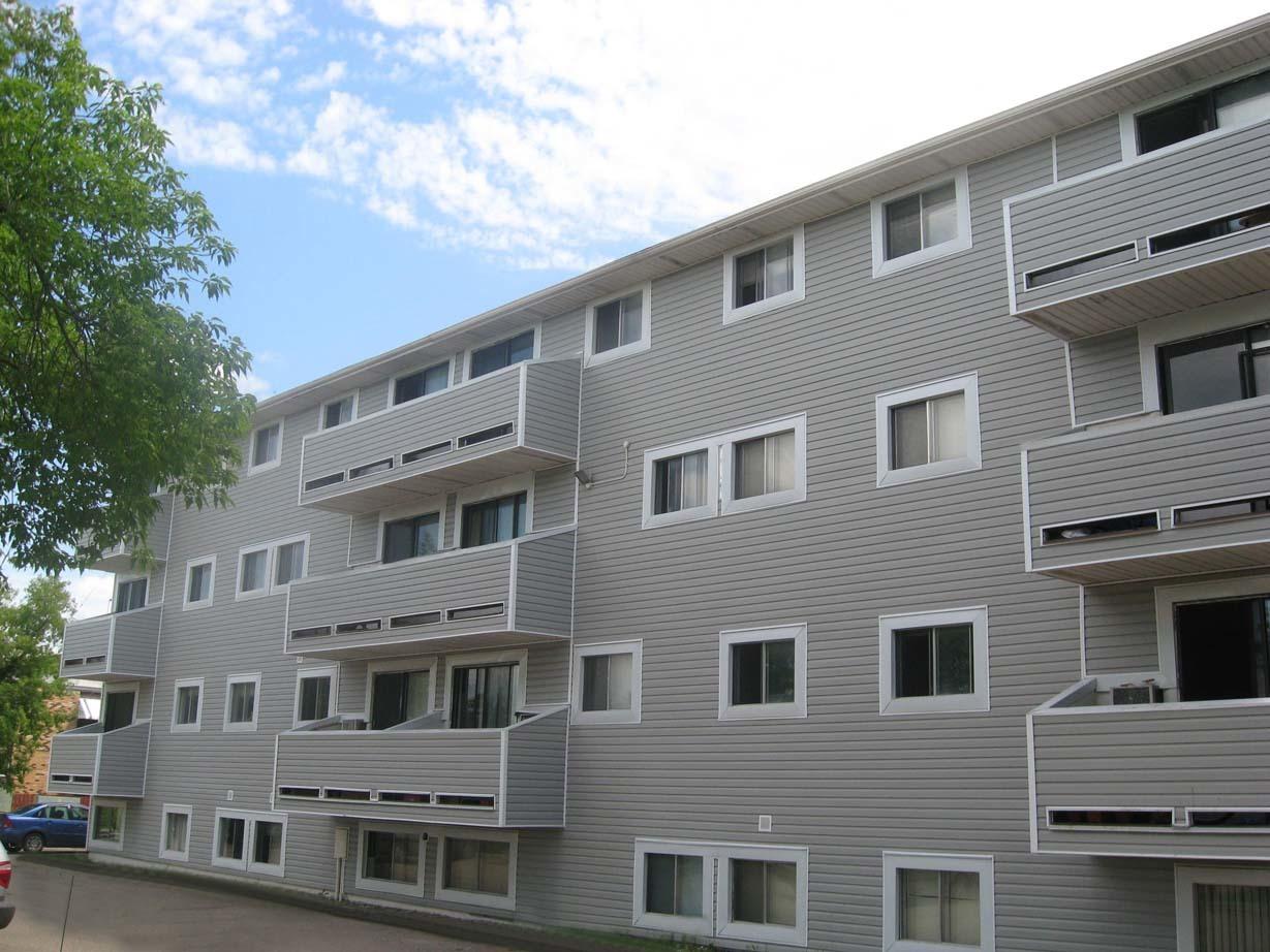 102 Avenue O South, Saskatoon, SK - $900
