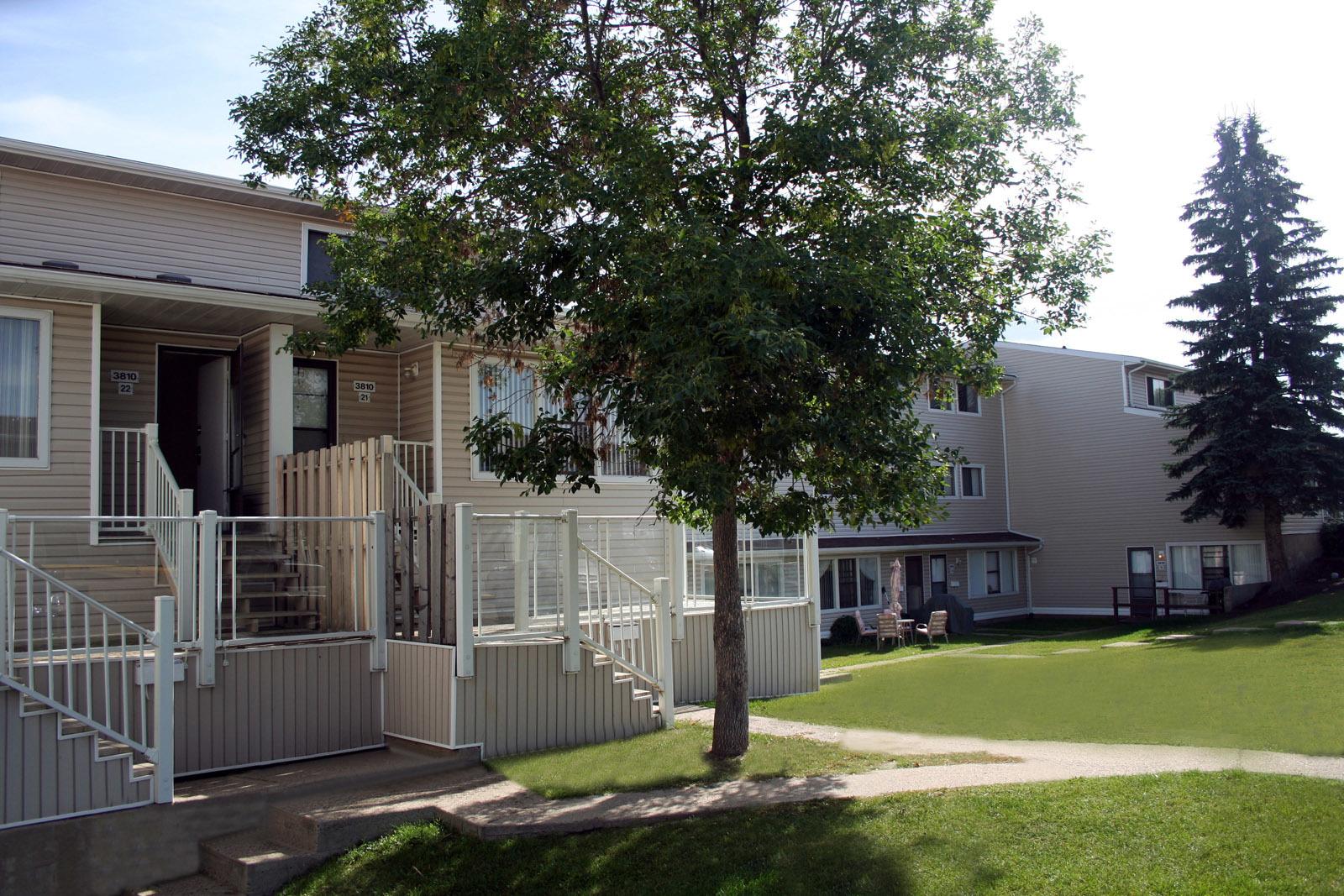 3820 134 Avenue NW, Edmonton, AB - $895