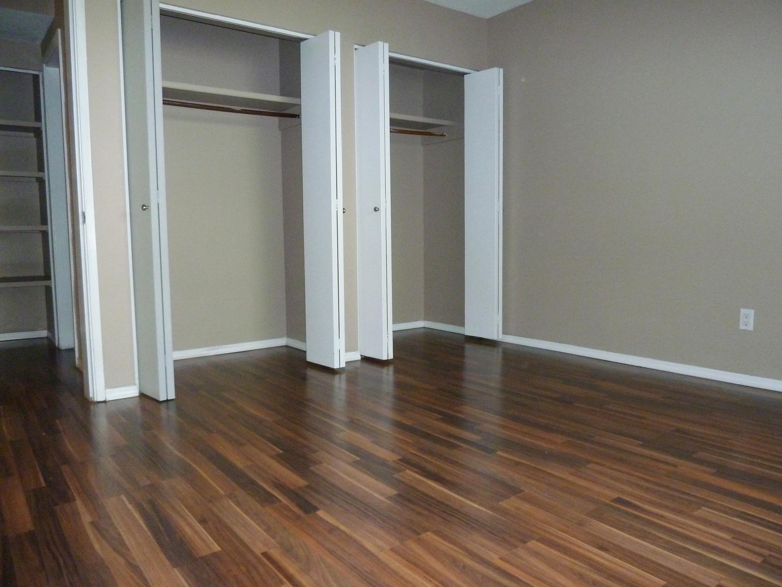 11920 82 Street NW, Edmonton, AB - $699