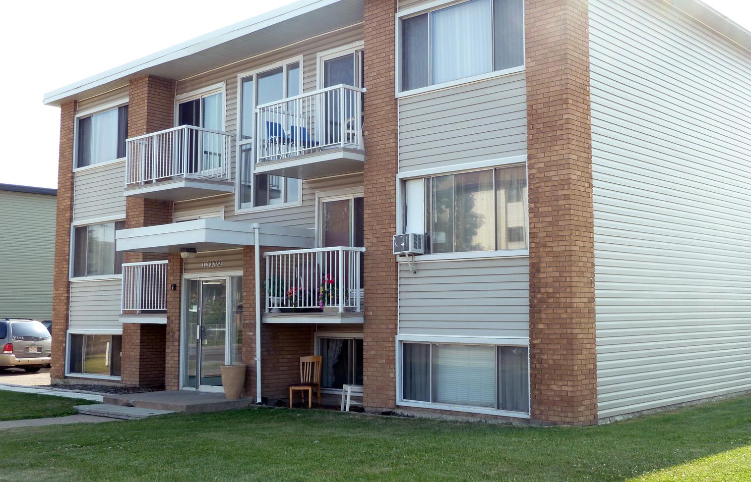 11930 82 Street NW, Edmonton, AB - $799 CAD/ month