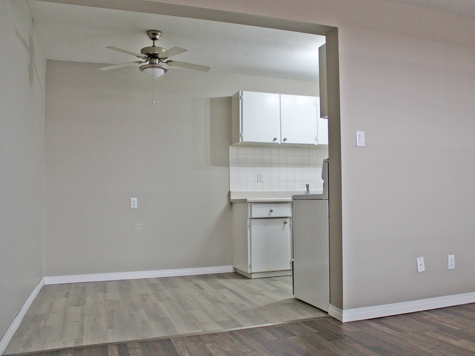 11906 104 Street NW, Edmonton, AB - $925