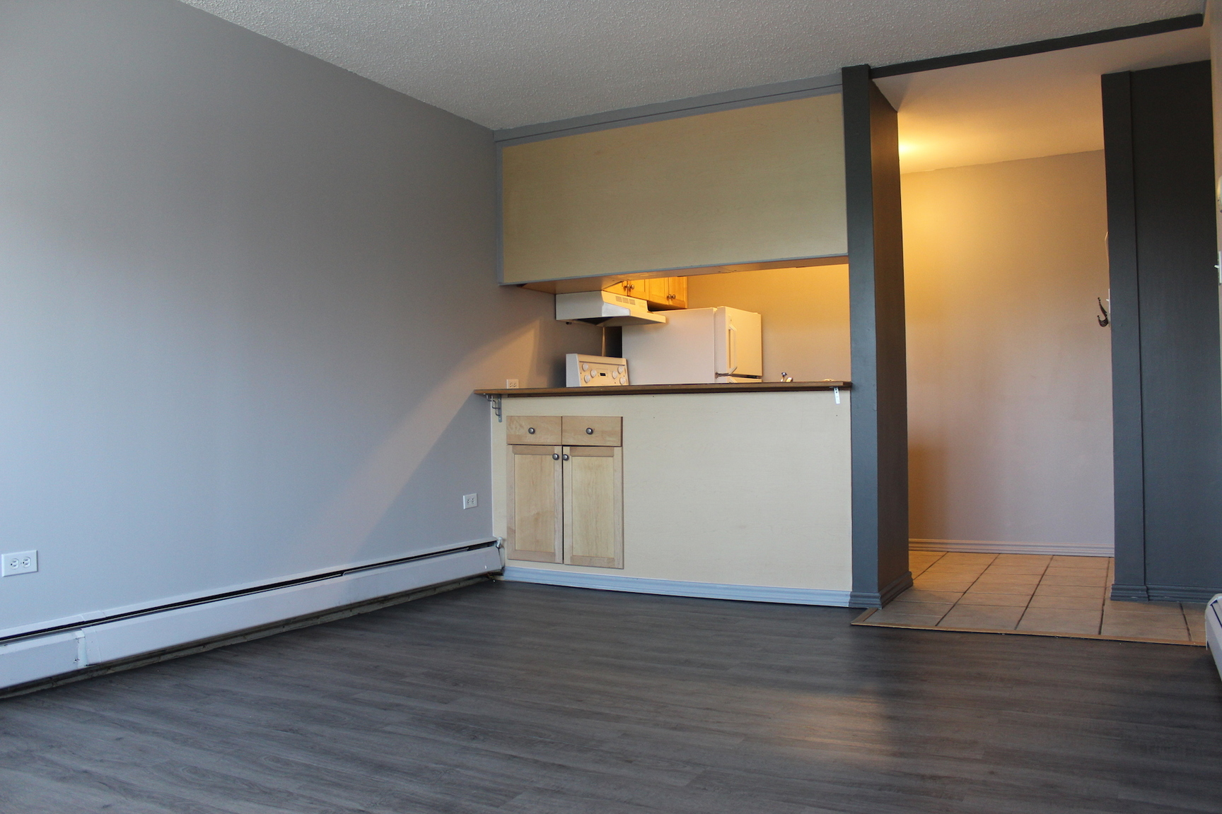 2403 33 Ave SW, Calgary, AB - $925