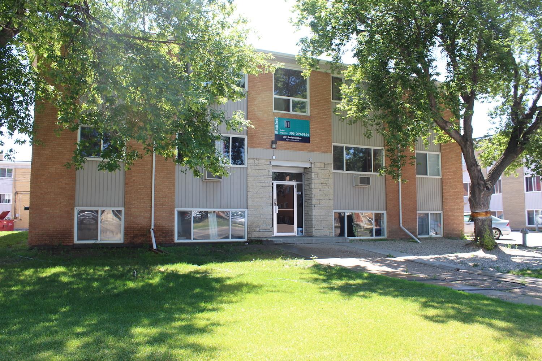 2821 Parliament Ave, Regina, SK - $734