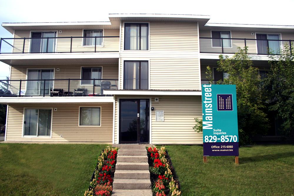 4508 8 Avenue SE, Calgary, AB - $899