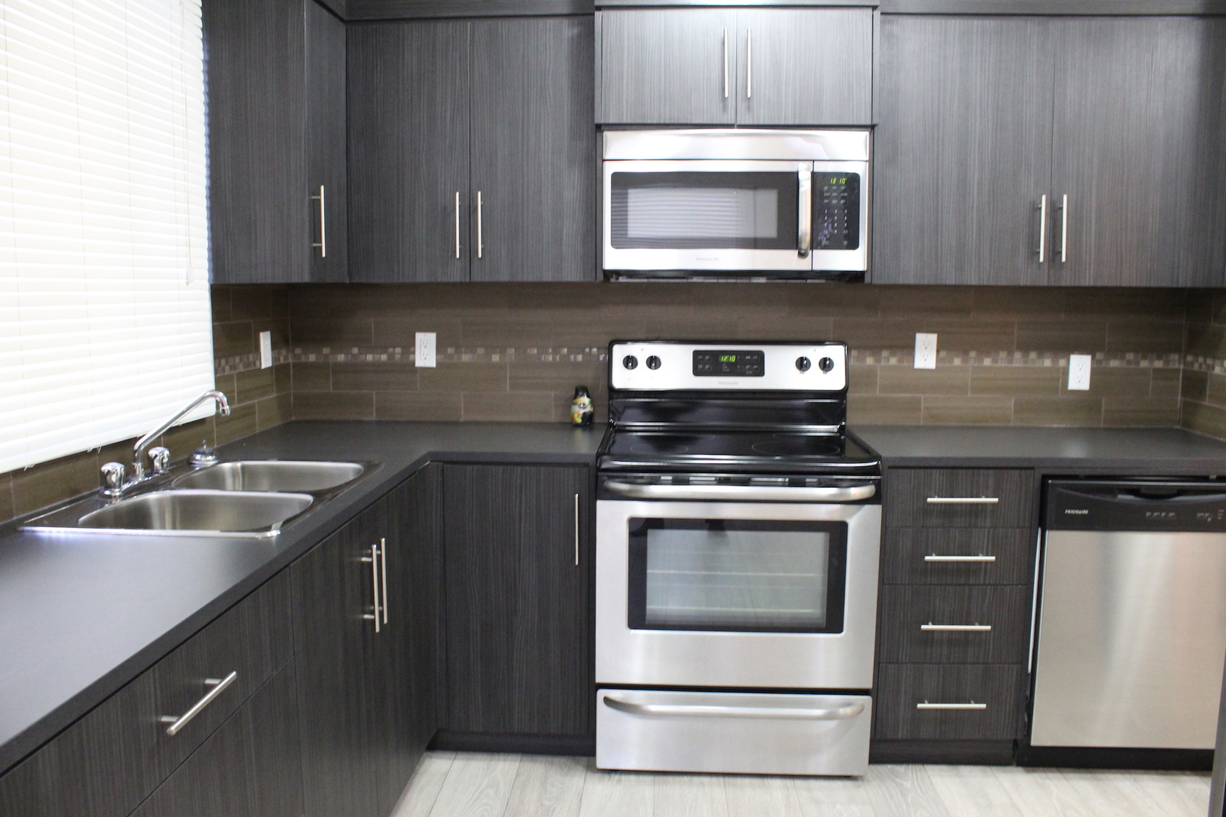 520 5 St NE, Calgary, AB - $1,300