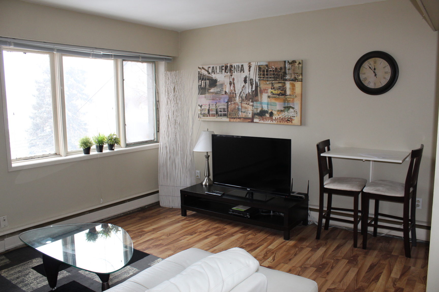 906 19 Ave SW, Calgary, AB - $1,000 CAD/ month