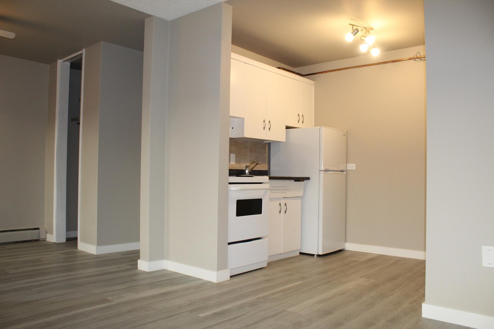 10735 107 St NW, Edmonton, AB - $825 CAD/ month