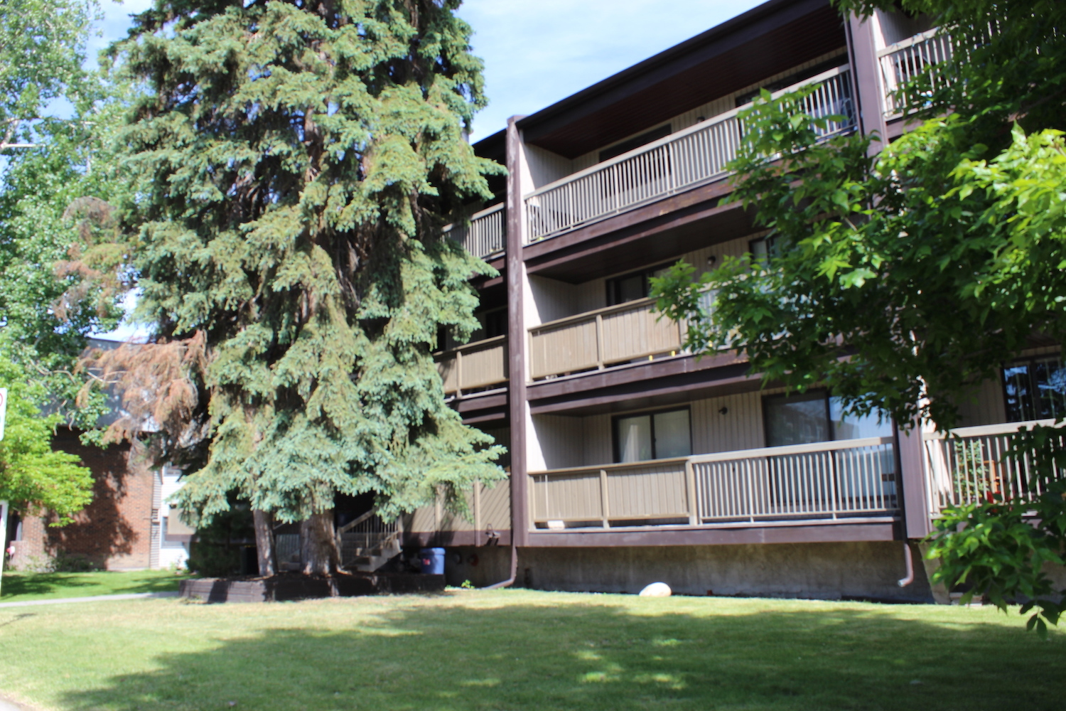 626 57 Ave SW, Calgary, AB - $1,350 CAD/ month