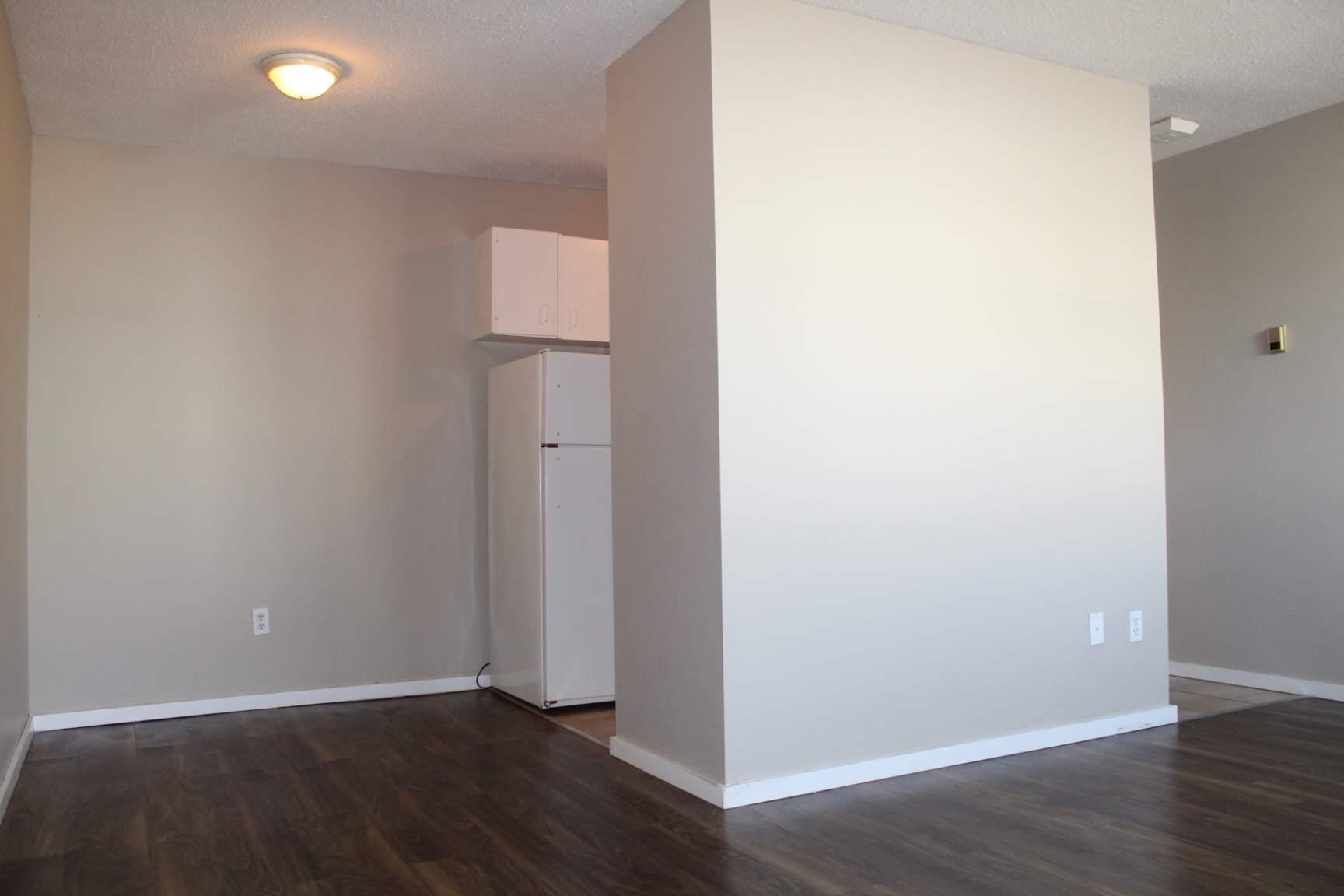 1612 24 Avenue SW, Calgary, AB - $999
