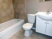 1497641434_02-03-2016_1518Saskatoon-apartments-Lancelot-bathroom-web.jpg