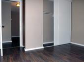 1497642982_03-08-2016_1124edmonton-apartments-for-rent-Washington-closet-web.jpg