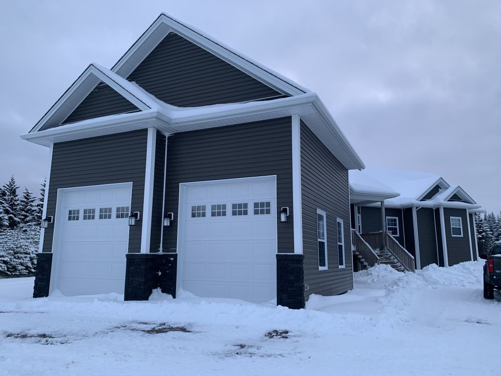 Flatrock House for rent, click for more details...