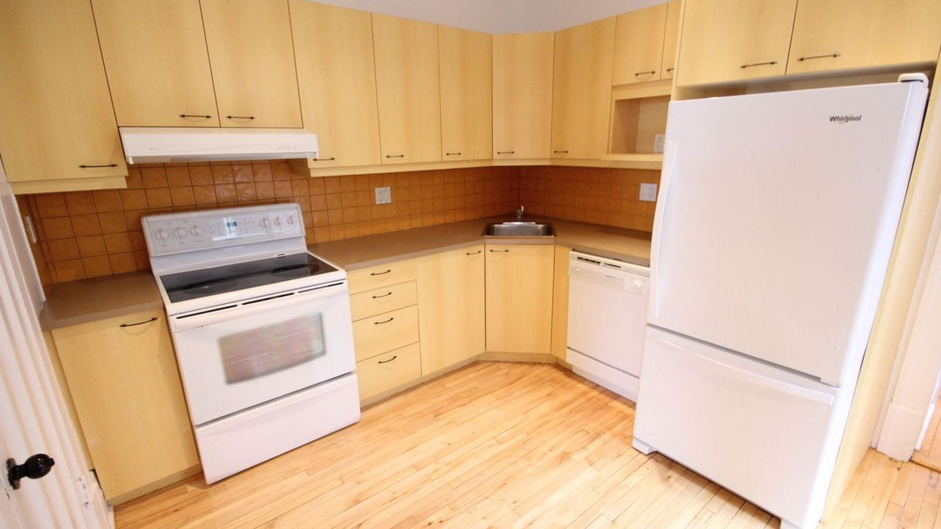 Montreal Triplex for rent, click for more details...