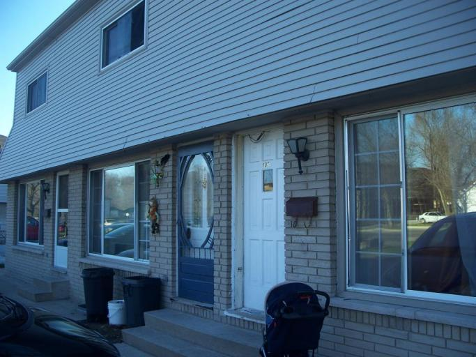 Townhouses for Rent (2 Bedroom) - 451 Lyndoch St, Corunna, ON