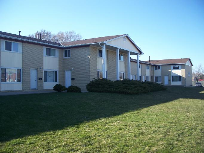 Townhouses for Rent (3 Bedroom)- 747 Indian Rd N, Sarnia, ON