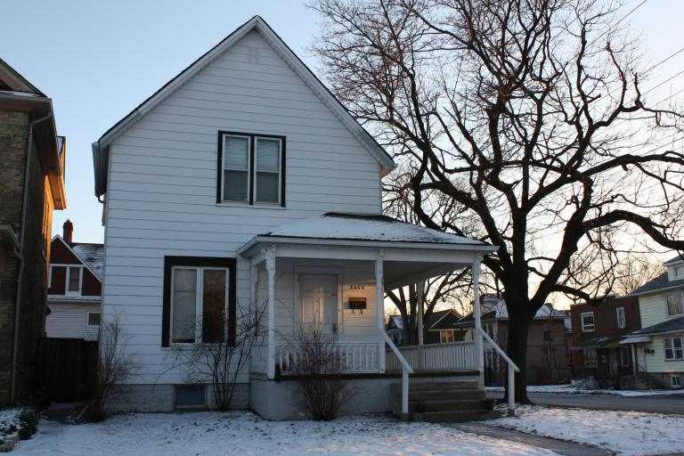 Apartments For Rent - 241 Cromwell St, Sarnia, ON