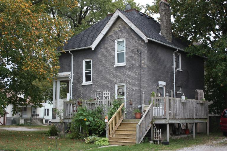 Townhouses For Rent - 217 Emma Street, Sarnia, ON