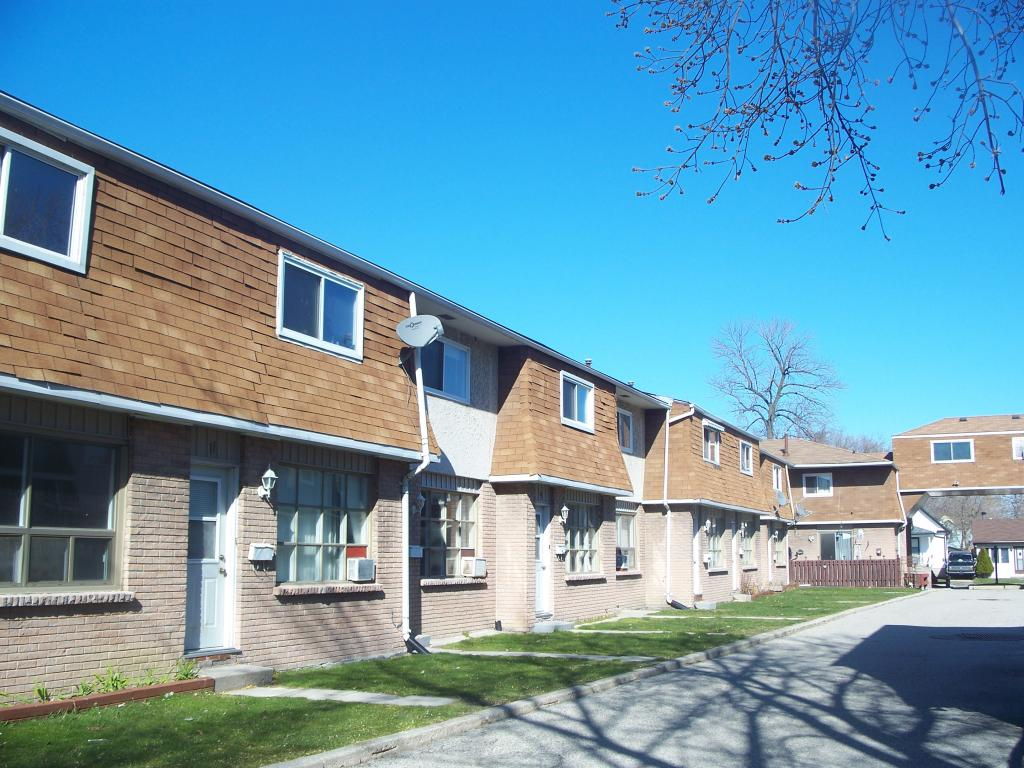 Sarnia 2 Bedrooms Townhouse For Rent