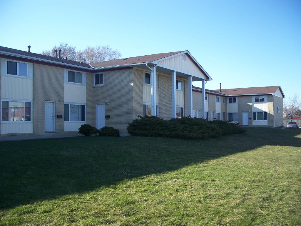Townhouses for Rent (2 Bedroom)- 747 Indian Rd N, Sarnia, ON