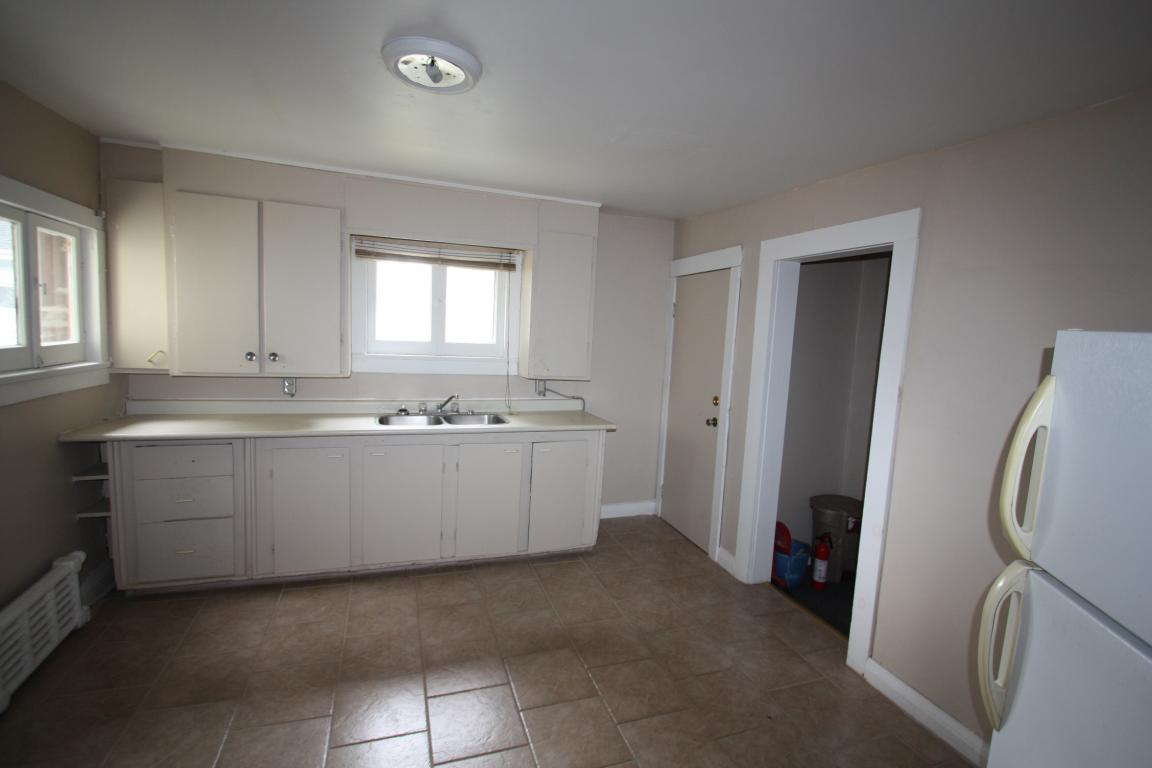 Apartments For Rent - 130 Bright St, Sarnia, ON