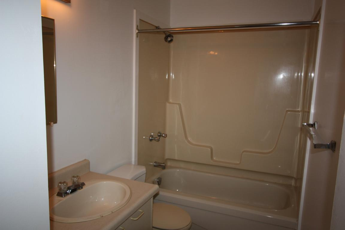 Apartments For Rent - 100 Christina St N, Sarnia, ON