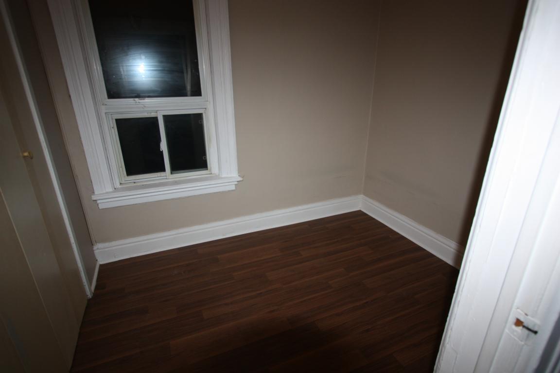 Apartments For Rent (Bachelor) - 242 Christina St S, Sarnia, ON
