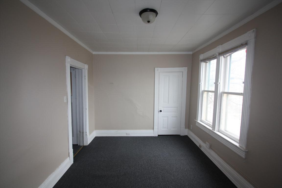 Apartments For Rent - 241 Cromwell St, Sarnia, ON -Upper Lvrm