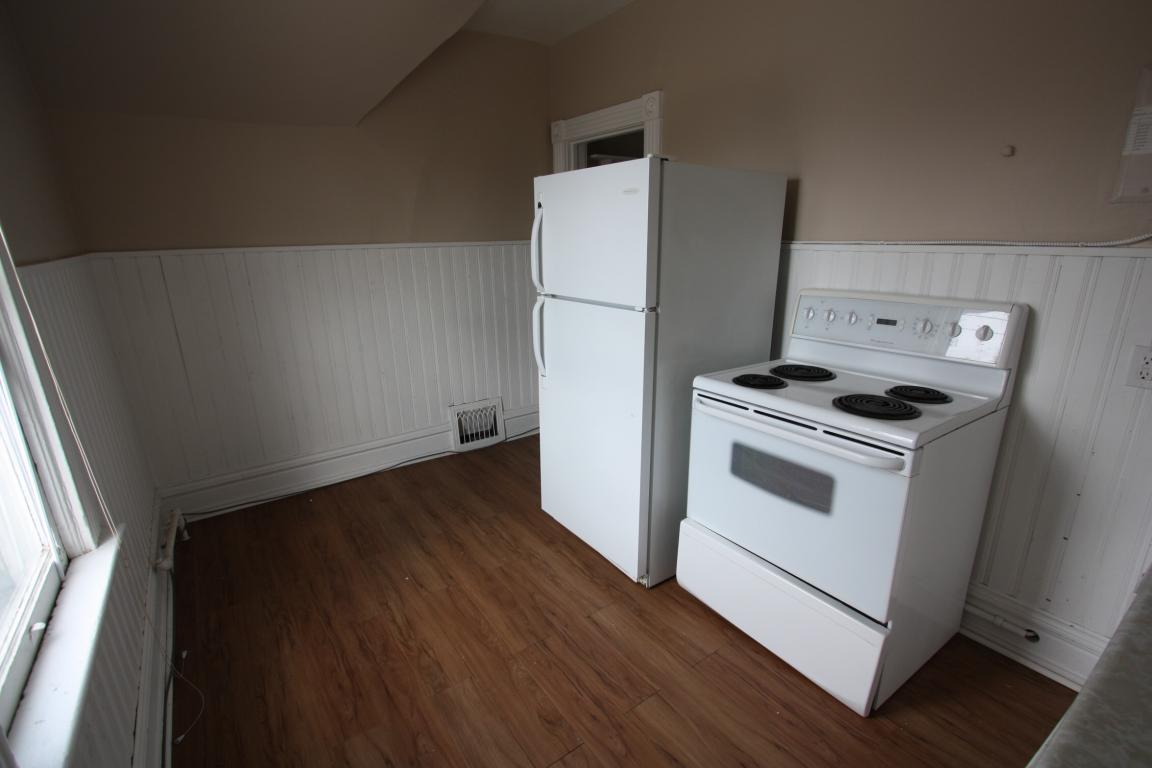 Apartments For Rent - 241 Cromwell St, Sarnia, ON - Upper Kitchen 2