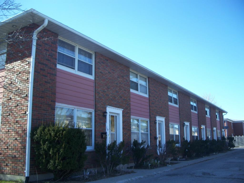 Townhouses for Rent - 932 Maxwell Street, Sarnia, ON