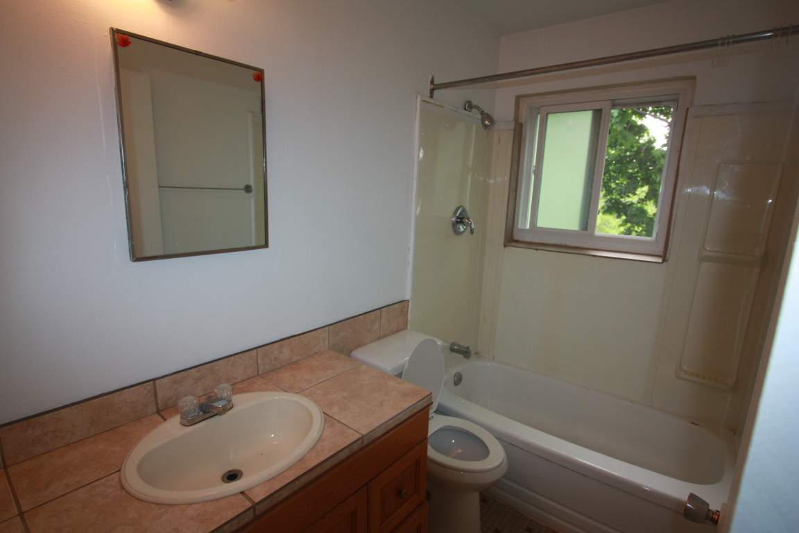 Apartments For Rent (Bachelor) - 119 Parker St, Sarnia, ON