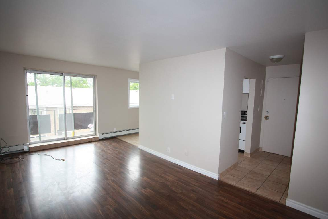 Apartments For Rent (2 Bedroom) - 119 Parker St, Sarnia, ON