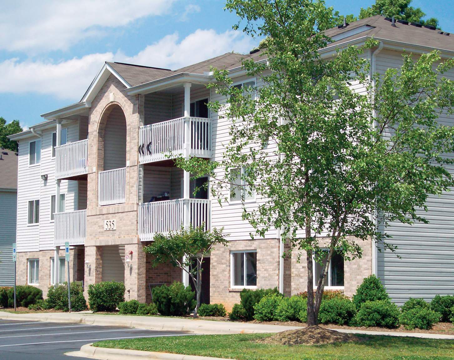 Phoenix ApartmentComplex for Rent in Hickory