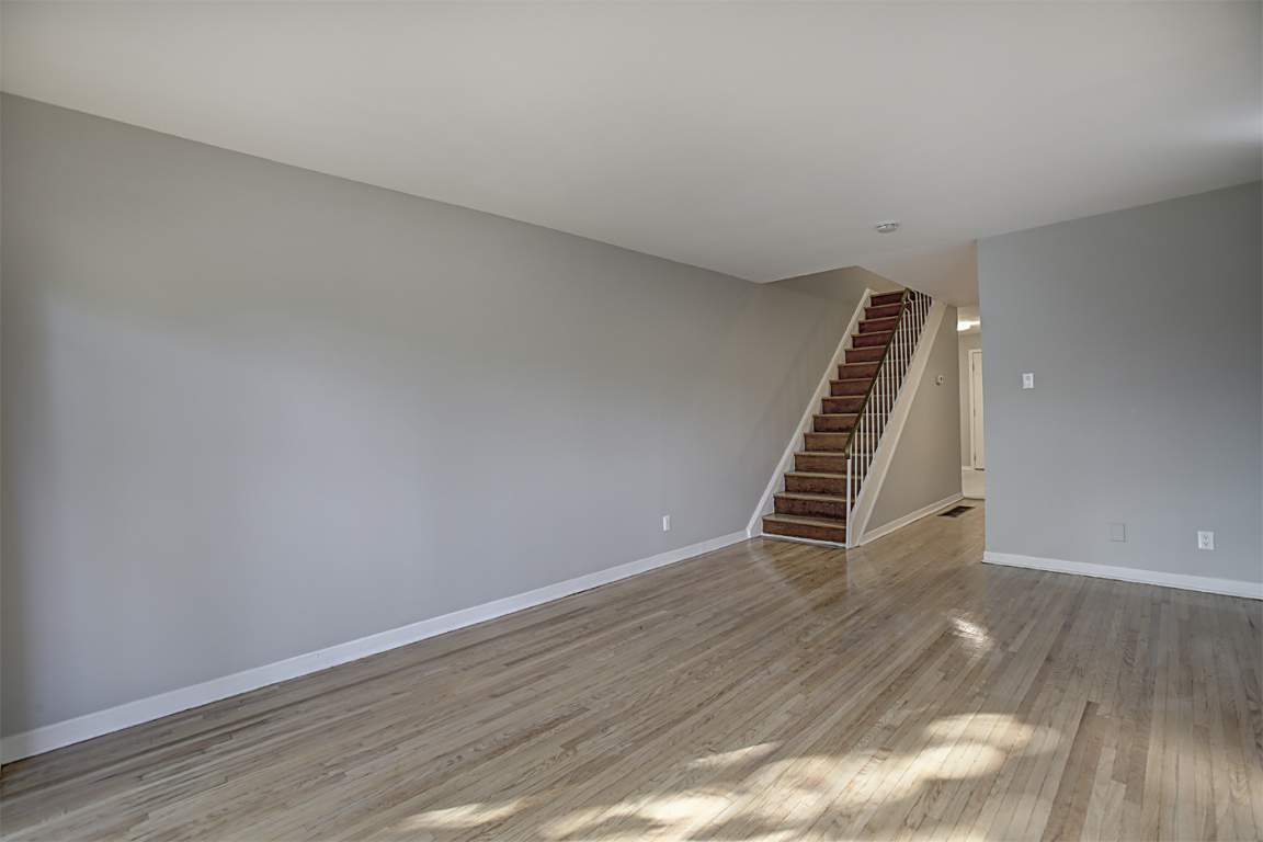 Oakville Townhouse for rent, click for more details...