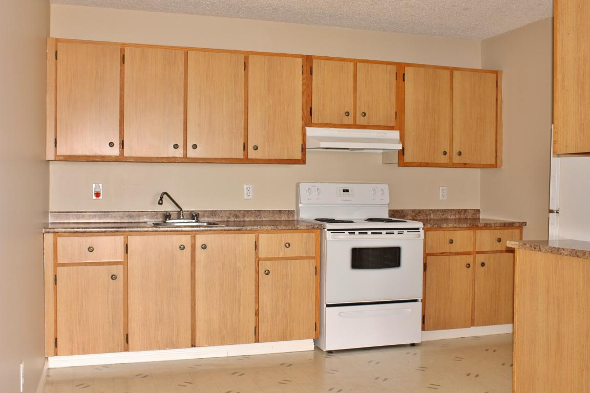 Large kitchens with extended counter space