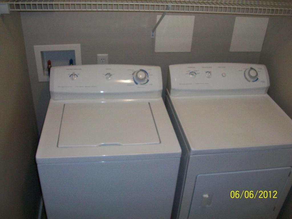 FULL SIZE Ensuite Washer & Dryer