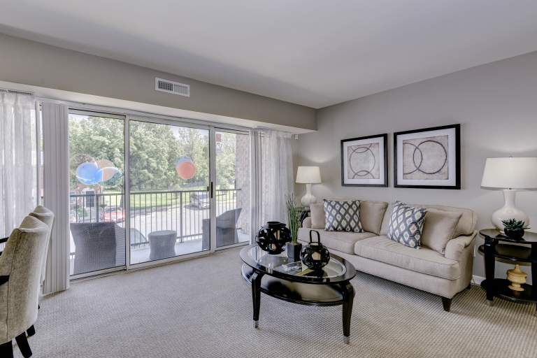 Apartment living room at Hampton Manor in Cockeysville