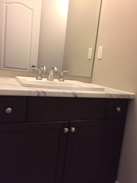 Shared upper bathroom