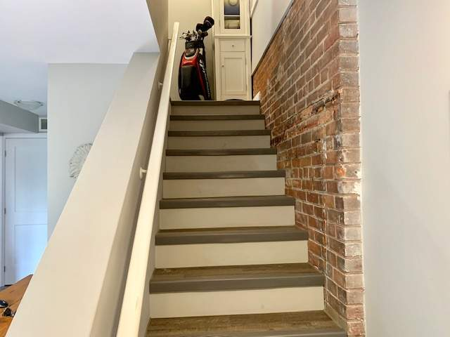 2 Bdrm stairs to Bdrms