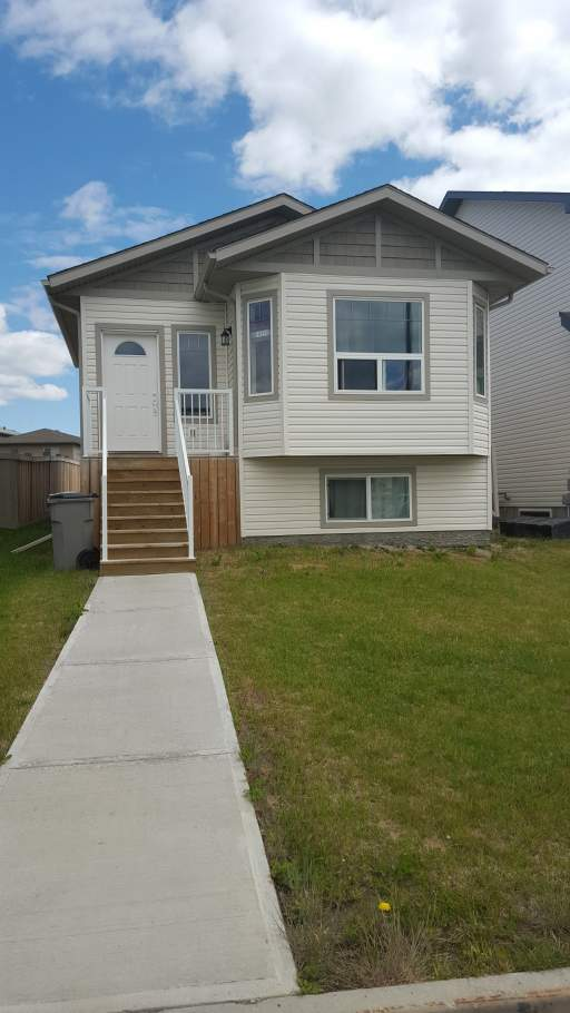 10251B 85 A Street - Upper Duplex