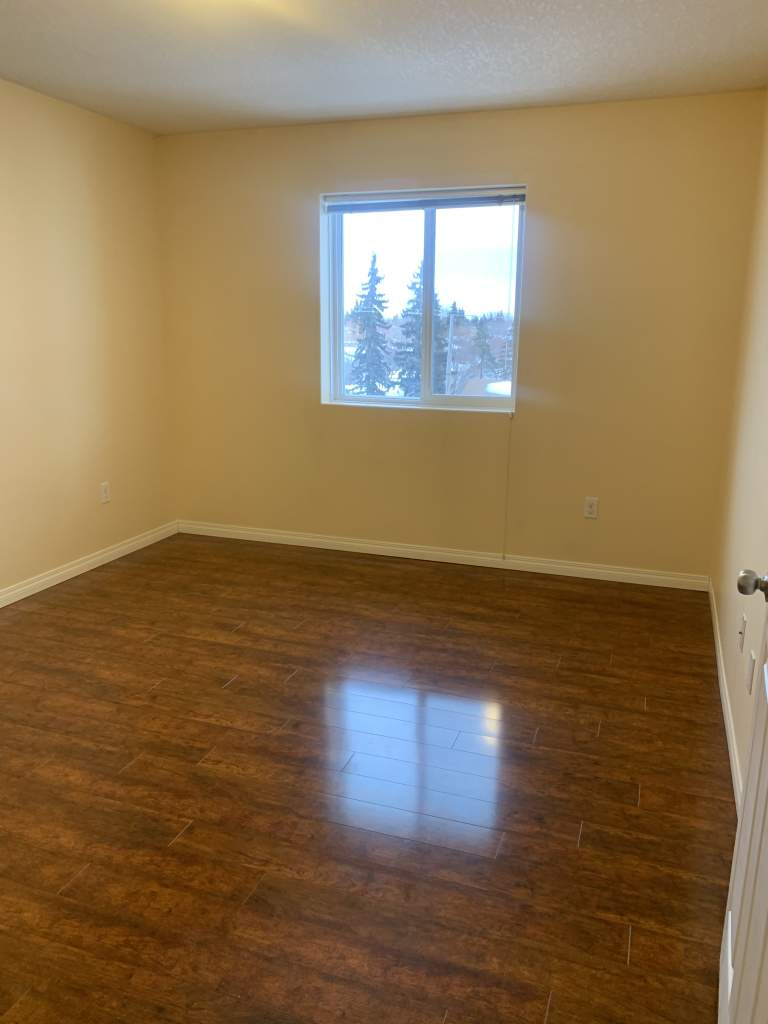 9806 96 Street - Center Court ***1st Month & Last Month Rent Free on a 1-year lease**