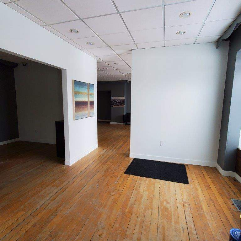 High Visibility Commercial/Retail Space