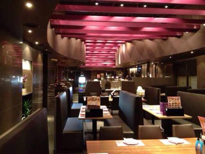 168 Sushi Interior