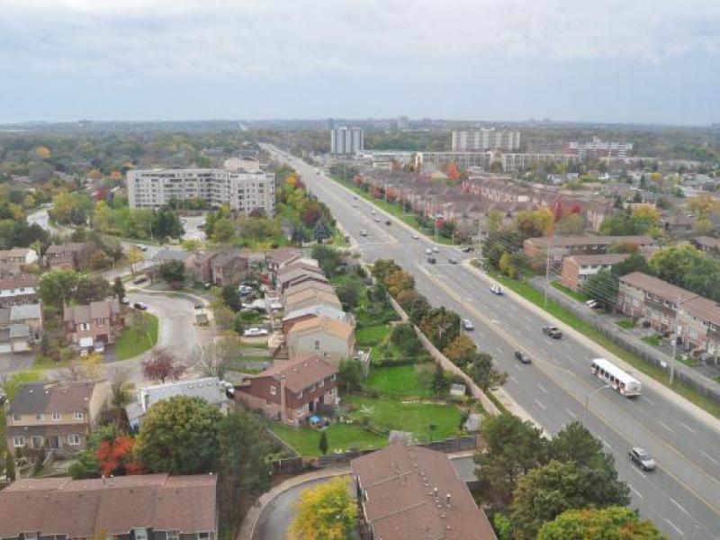 Dundas Street W & Mavis Road