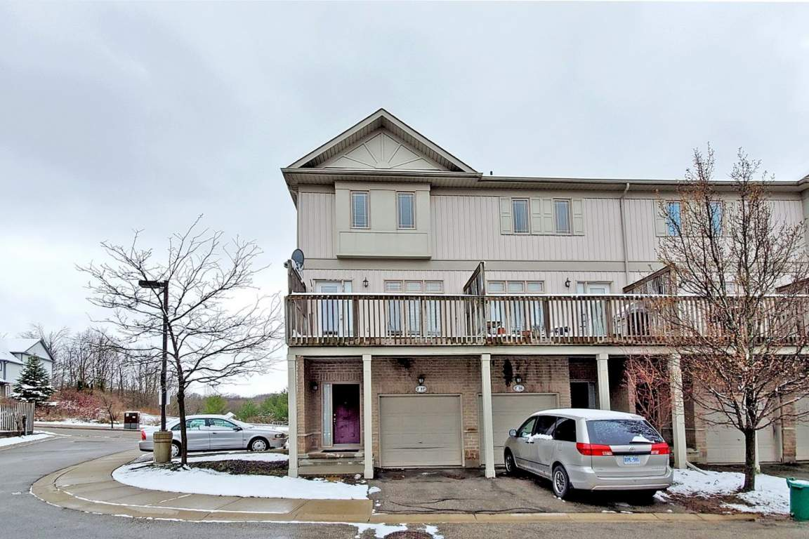 Waterloo Townhouse for rent, click for more details...