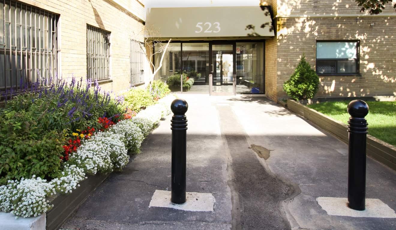 523 Finch Avenue West