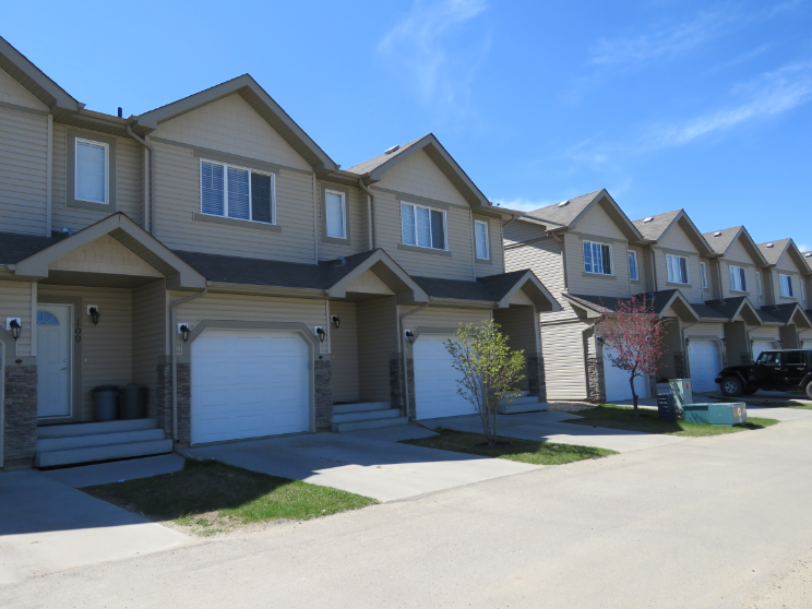 Stony Plain Townhouse for rent, click for more details...