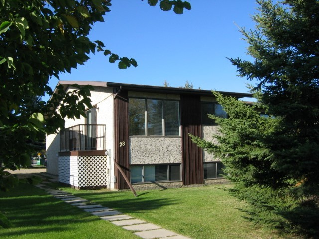 Lacombe Duplex for rent, click for more details...
