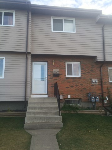Innisfail Townhouse for rent, click for more details...